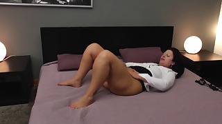 Big ass mom porn solo in the bedroom