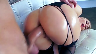 Sex-addicted mom is showing her big ass
