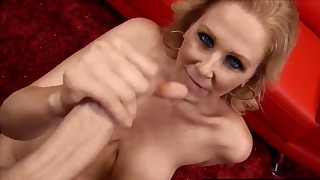 Awesome blue-eyed chick sucks on the knees