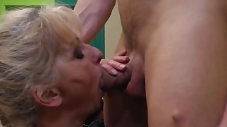 Adorable mom with big boobs likes oral sex