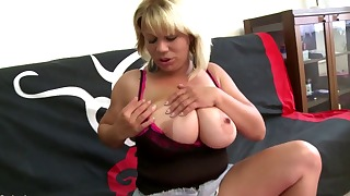 Good-looking blonde MILF knows how to suck