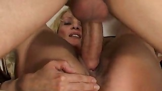 Hot Russian lady gives a good blowjob